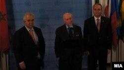 Средба на посредникот за спорот за името амбасадорот Метју Нимиц со претставниците на Македонија, амбасадорот Зоран Јолевски, и на Грција, Адамантиос Василакис во Њујорк, 30 јануари 2013.