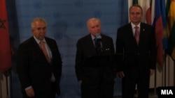 Средба на посредникот за спорот за името амбасадорот Метју Нимиц со претставниците на Македонија, амбасадорот Зоран Јолевски и на Грција, Адамантиос Василакис во Њујорк.
