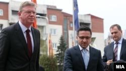 Архивска фотографија: Еврокомесарот за проширување Штефан Филе и вицепремиерот Фатмир Бесими.