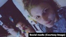 Патимат с дочками, которых она не видела больше года. Фото из личного архива Патимат Омаровой.