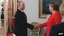 Ангела Меркель Буэнос-Айреста Владимир Путин белән очраша, 1 декабрь 2018