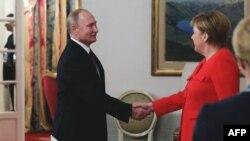 Владимир Путин и Ангела Меркель, Буэнос-Айрес, 1 декабря