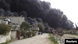 دخان متصاعد نتيجة انفجار في مصفاة حمص