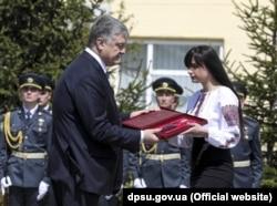 Церемонія вручення Золотої зірки доньці Ігоря Момота Марії