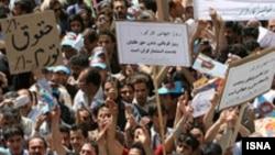 تظاهرات کارگران در اعتراض به دریافت نکردن دستمزد خود. عکس از ایسنا