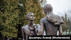 Скульптрура «Юнацтва» у Наваполацку. Здымак 2015году.