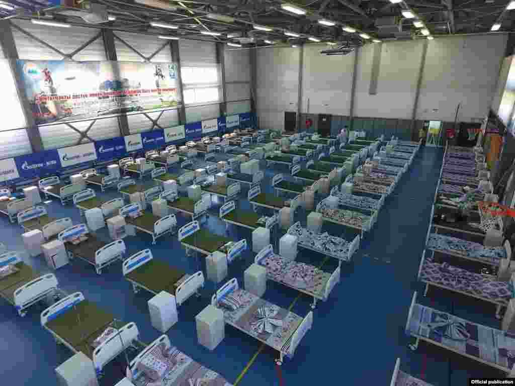«Газпромдун» спорт комплексинде уюштурулган күндүзгү стационар. Ош шаары. 7-июль, 2020-жыл.