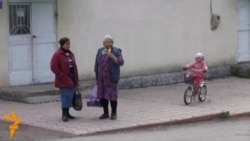 A Moldovan Village Pulled In Two Directions