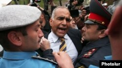Armenia - Riot police clash with opposition leader Raffi Hovannisian in Yerevan, 9Apr2013.
