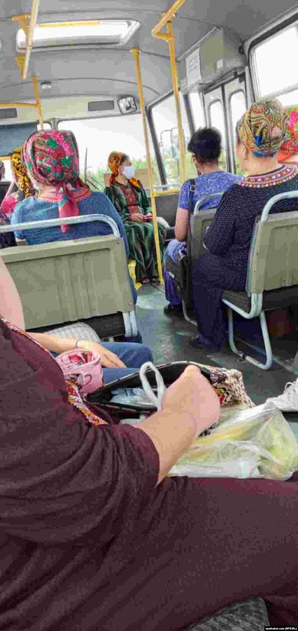 В автобусе, Ашхабад, 15 июля, 2020.