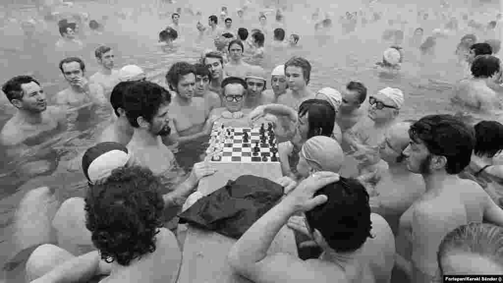 A Széchenyiben nemcsak a Strandok Éjszakáján, hanem nyitvatartási időben is bármikor lehet sakkozni már nagyon régóta