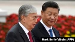 Президент Китая Си Цзиньпин встречает прибывшего с визитом в Пекин президента Казахстана Касым-Жомарта Токаева. 11 сентября 2019 года.