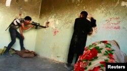 Бәшәр Әсадка каршы көчләр Аллепода хөкүмәт гаскәрләренә каршылык күрсәтә. 23 июль 2013