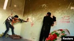 Հալեպ -- Ազատ սիրիական բանակի անդամները մարտի պահին, 23-ը հուլիսի, 2013