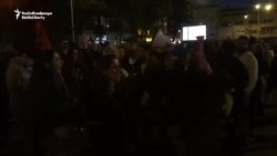 Protestuesit dogjën fotot e Ivanovit