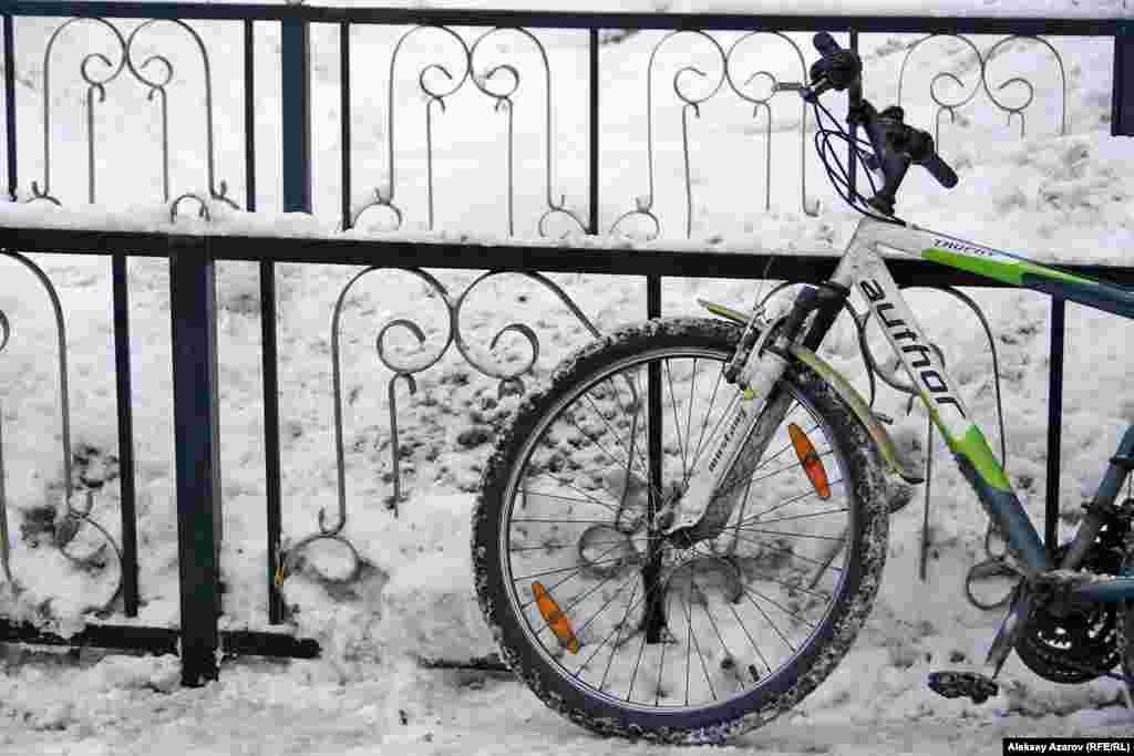 Данный фоторепортаж репортер Азаттыка делал, перемещаясь на велосипеде.