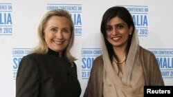 U.S. Secretary of State Hillary Clinton (left) met with Pakistan's Foreign Minister Hina Rabbani Khar in London on February 23.