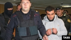 Подозреваемый в убийстве Орхан Зейналов перед началом заседания Пресненского суда. Москва, Россия. 17 октября 2013