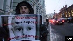 Ресей думасының заң жобасына қарсы шыққан адам. Мәскеу, 21 желтоқсан 2012 жыл.