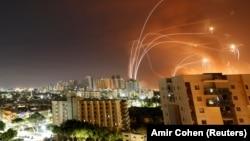 """Система ПРО """"Железный купол"""" перехватывает ракеты, выпущенные из сектора Газа по Израилю"""