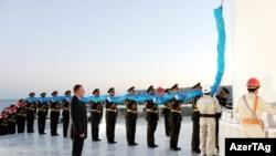 Президент Азербайджана Ильхам Алиев на церемонии открытия Площади государственного флага, Баку, 1 сентября 2010 г.