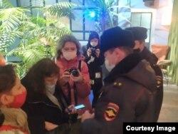"""Полицейские пришли на """"Артдокфест"""""""