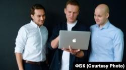 Владлен Лось (справа) с Алексеем Навальным