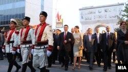 Да се обединиме околку црвените линии, повика на синоќешното обраќање по повод прославата на Денот на независноста, премиерот Груевски.