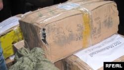 Қызылағаш тұрғындарына жіберілуге дайын тұрған азық-түлік, киім-кешектің бір тобы. Алматы, 18 наурыз, 2010 жыл.