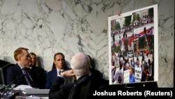 На слушаниях в сенатском комитете по разведке о вмешательстве России в американские выборы. Вашингтон, 1 ноября 2017 года.