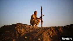 أحد عناصر قوات البيشمركة الكردية