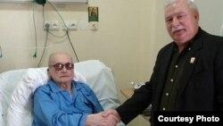 Два былых прэзыдэнта - камуністычны, генэрал Войцэх Ярузэльскі і яго праціўнік - Лех Валэнса, 26 верасьня 2011.