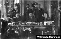 Антон Деникин и члены его Особого совещания — правительства Юга России. Лето 1919 года, Таганрог
