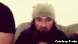 Cүрөттө мурдагы тажик командири, Сирия жана Ирактагы ДАИШке кошулуп кеткен Гулмуров Халимов.
