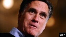 Republican presidential hopeful Mitt Romney narrowly defeated Rick Santorum in the Iowa caucuses.