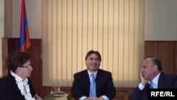 Армен Геворкян представляет нового губернатора Ширакской области Ашота Гизиряна