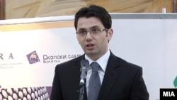 Министерот за транспорт и врски Миле Јанакиески.