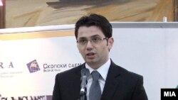 Министерот за транспорт и врски Миле Јанакиески