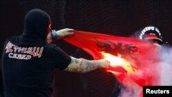 Divljanje srpskih huligana na tribinama stadiona u Đenovi, oktobar 2010