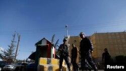 نمایی از ورودی سفارت ایتالیا در صنعا که روز جمعه تعطیل شد.