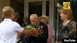 Мікалай Лукашэнка ў менскім Доме-інтэрнаце для пэнсіянэраў і інвалідаў