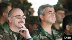 Serj Sarkisyan Qarabağda hərbi təlimləri izləyir, 2004