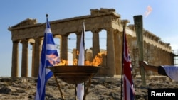 Лондон Олимпиадасынын оту Афинадагы айтылуу Акрополистин жанында. 16-май, 2012-жыл.