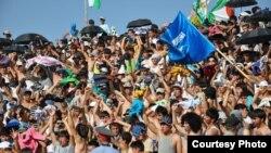 """Бозии футбол миёни тимҳои """"Истиқлол"""" ва """"Равшан"""" дар варзишгоҳи марказии шаҳри Кӯлоб, моҳи июни соли 2011."""