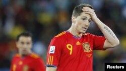 Испания құрамасының белгілі шабуылшысы Фернандо Торрес 2010 жылғы әлем чемпионаты кезінде. Дурбан, 16 маусым 2010 жыл.