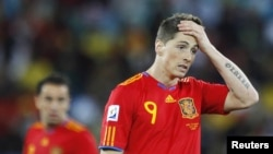 Фернандо Торрес переживает поражение испанской сборной
