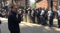 Ermənistan milli polisinin rəisi Valeri Osipian iyulun 17-dən bəri İcevandadır