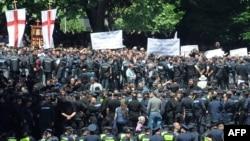 В 2014 году грузинские правозащитники довольно часто фиксировали действия дискриминационного и даже насильственного характера по отношению к представителям иных вероисповеданий со стороны религиозного большинства