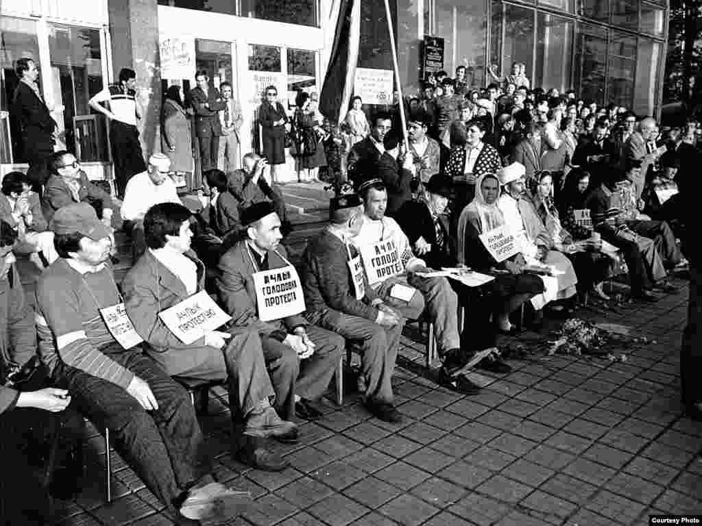 Ачлык тоту акциясе, Казан, Ирек мәйданы, май 1991