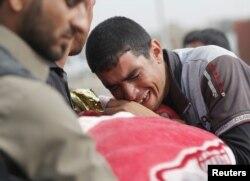 Похороны ребенка, убитого в результате обстрела со стороны джихадистов